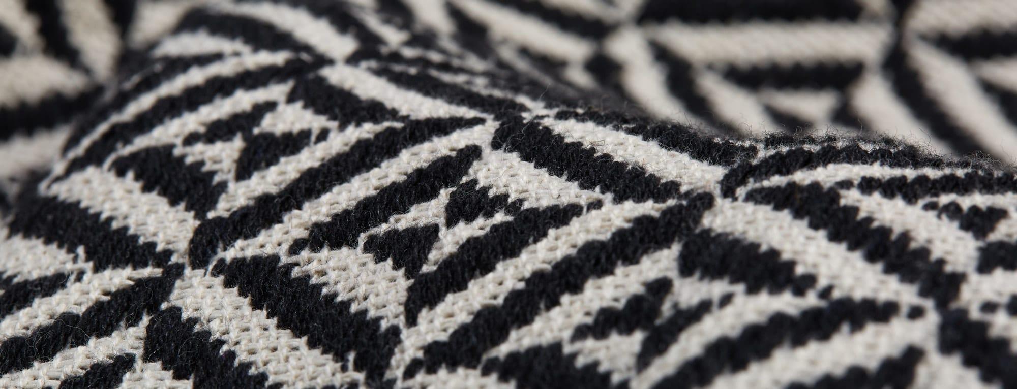 Dia-Black-And-White-Throw-T1-145